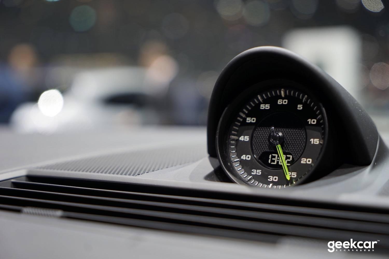 """有了 V8 还配插电混动?日内瓦车展上保时捷这辆新能源车格外""""奇葩"""""""