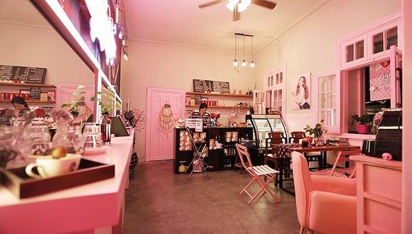 你去买过化妆品的伊蒂之屋 在上海开了家快闪咖啡店