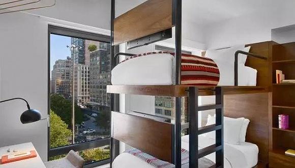 """这家纽约的""""微""""酒店 最欢迎有探险精神的年轻人"""