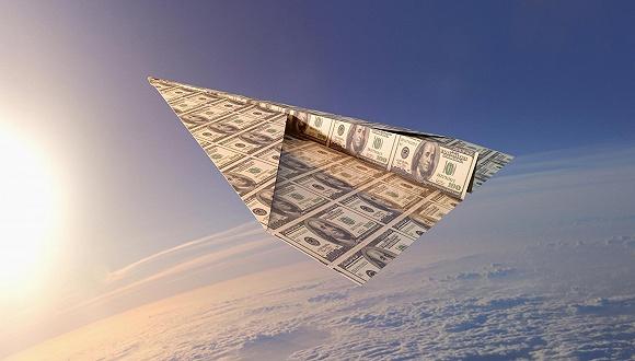 全年都在旅行的人,钱从哪儿来
