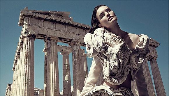 时装屋越来越爱历史建筑 难怪人们误会Gucci要去神庙走秀