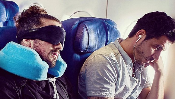 邻座乘客睡得比你香,可能是因为人家的旅行枕头比你的好