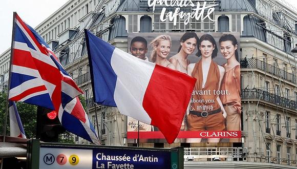 缠斗百年之后 巴黎奥斯曼大道上两家百货的中国游客之争