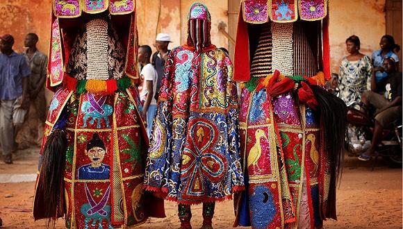 世界各地的奇特服饰,人们通过时尚表现文化的热情是万变不离其宗