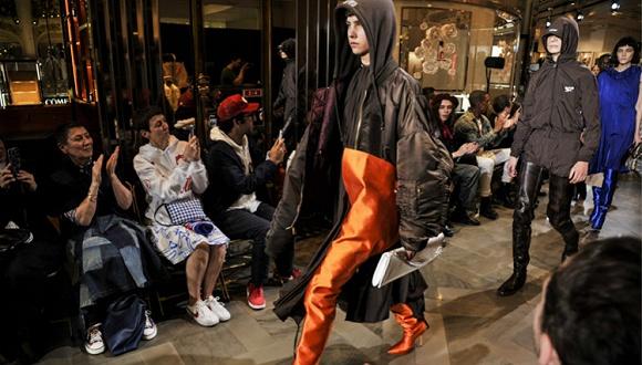 【i-D中国】关于Balenciaga那款夸张长靴的前世今生