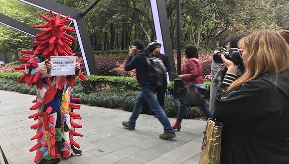 """他们在上海时装周上""""捞偏门"""""""