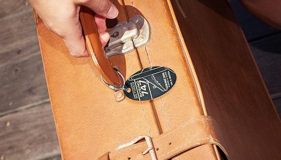 这块行李牌不仅能让你找到行李 还能找到一架飞机