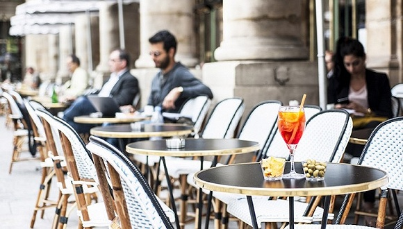翻新一家开在文化地标的老咖啡馆 来看看巴黎人是怎么做的