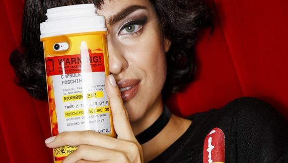 涉嫌美化药物滥用 Moschino的爆款胶囊系列被零售商下架