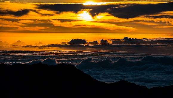 夏威夷哈雷阿卡拉火山口,这大概是唯一一个看日出需要预约的地方