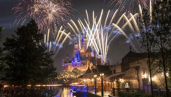 开园一周年,上海迪士尼营收超预期客流即将破千万
