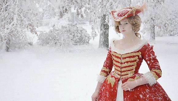 当同龄人都在忙着赶时髦 这位19岁姑娘却把自己变成了文艺复兴时代的女裁缝