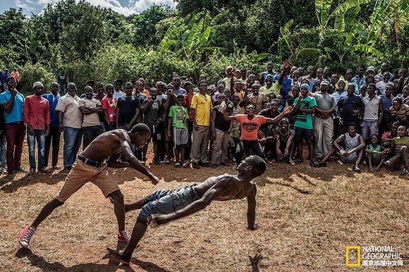 这个南非部落的成人礼竟然是拳击比赛!