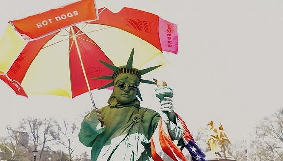 过年如果去纽约,记得带点垃圾袋和小摊遮阳伞回来