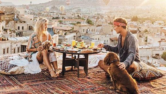 这对夫妻环游世界,拍张照片就赚9000美元,真是理想的生活啊