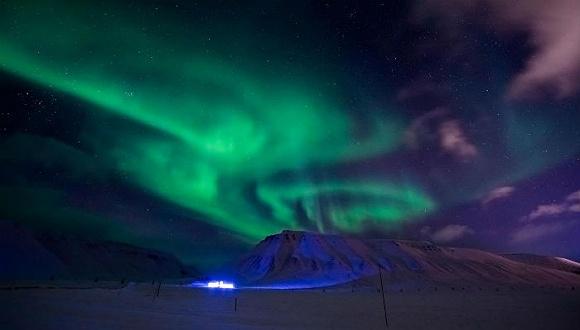 极光和美酒:在挪威斯瓦尔巴度过黑暗中的100天