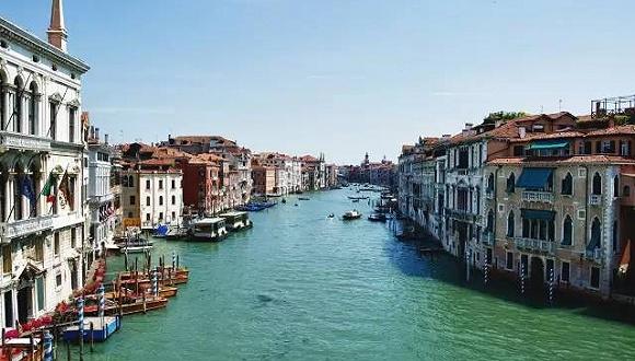 就在威尼斯的碧绿幽蓝里迷失一日