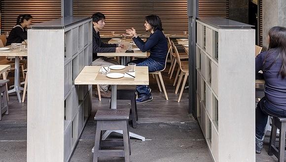 悉尼的这家餐厅 在最繁忙的时段可以破墙开席