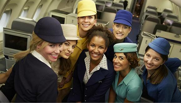 请乘坐汉莎航空的旅客尽快登机 您的空姐时装秀已到港