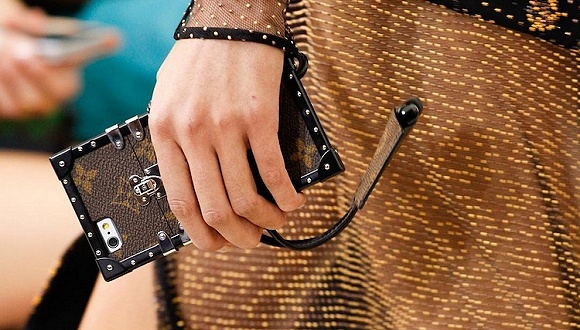 【巴黎时装周】Louis Vuitton下一个流行单品会是iPhone套吗?