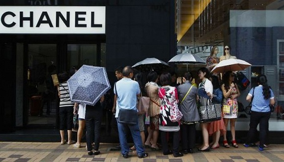 """境外旅行仍旧流行 可中国游客不再一门心思""""买买买"""""""