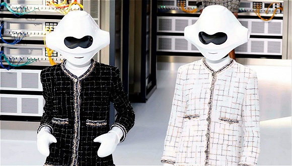 【巴黎时装周】一场Chanel的时装秀 两代人的数据中心