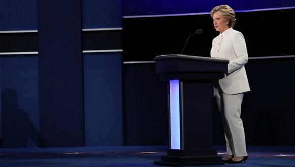希拉里的白色套装迅速登上热搜 渊源要从女权运动历史说起