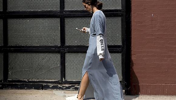 """【衣帽间】现在流行""""破坏比例""""的穿搭 就是裙子里面加条裤子"""