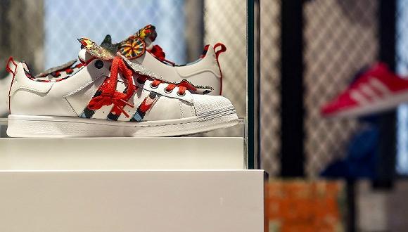 【是日美好事物】Adidas举办夏日派对为新品预热 款式众多的BVLGARI最新皮具系列